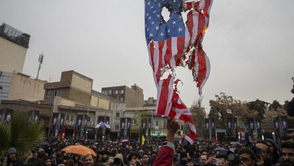 Pueblo de Irán canta preparándose para la guerra contra EE.UU