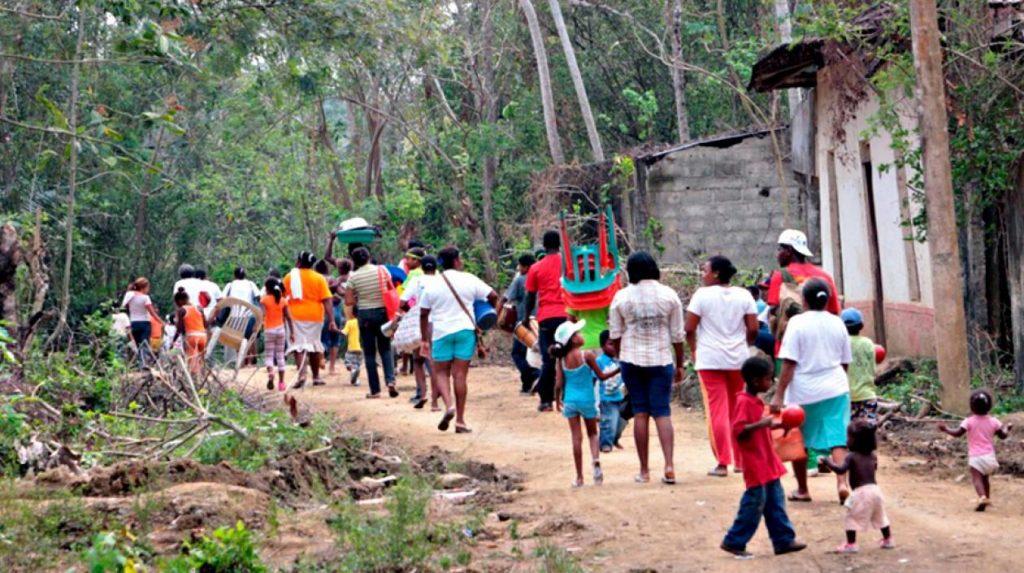 Cerca de 300 paramilitares tienen en confinamiento a cuatro comunidades en el Chocó, Colombia