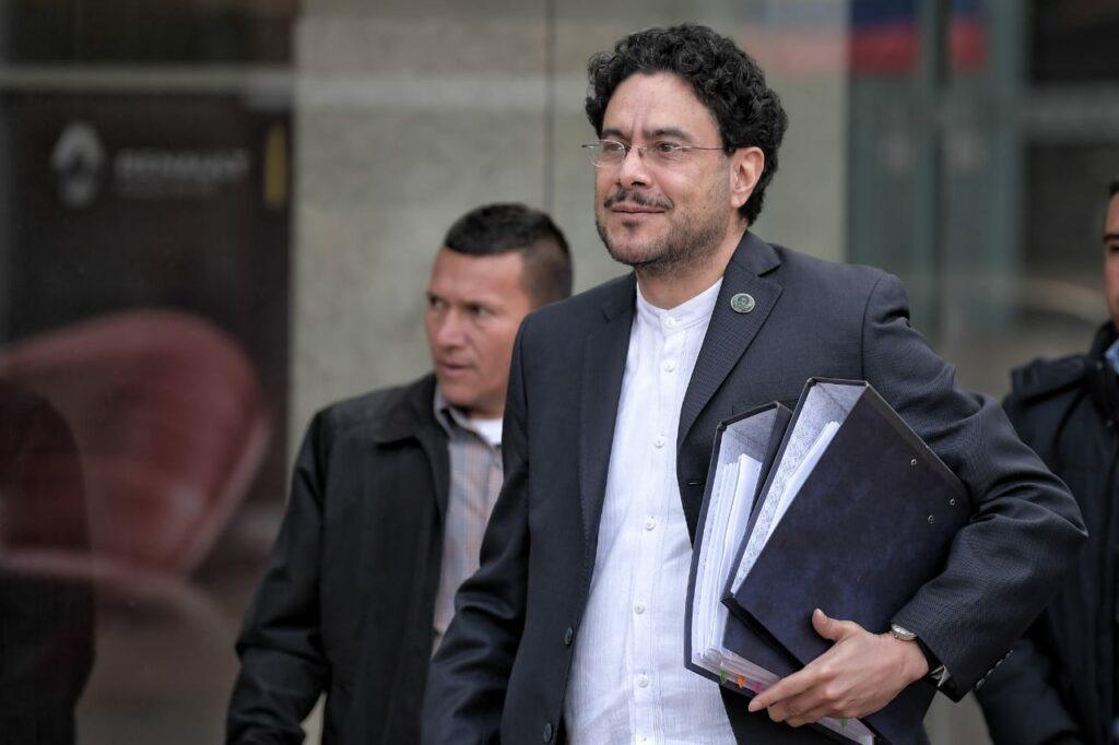 """Senador Cepeda solicita a magistrado que se haga parte de la instrucción 52240 informe """"en las entrañas de la bodeguita de Uribe"""""""