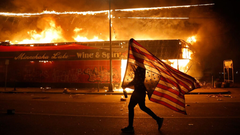 ¿Qué hay detrás de las violentas protestas en los EEUU?