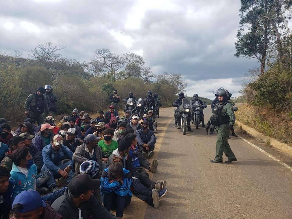 Jeanine Áñez militariza Bolivia para levantar protestas y bloqueos de la población